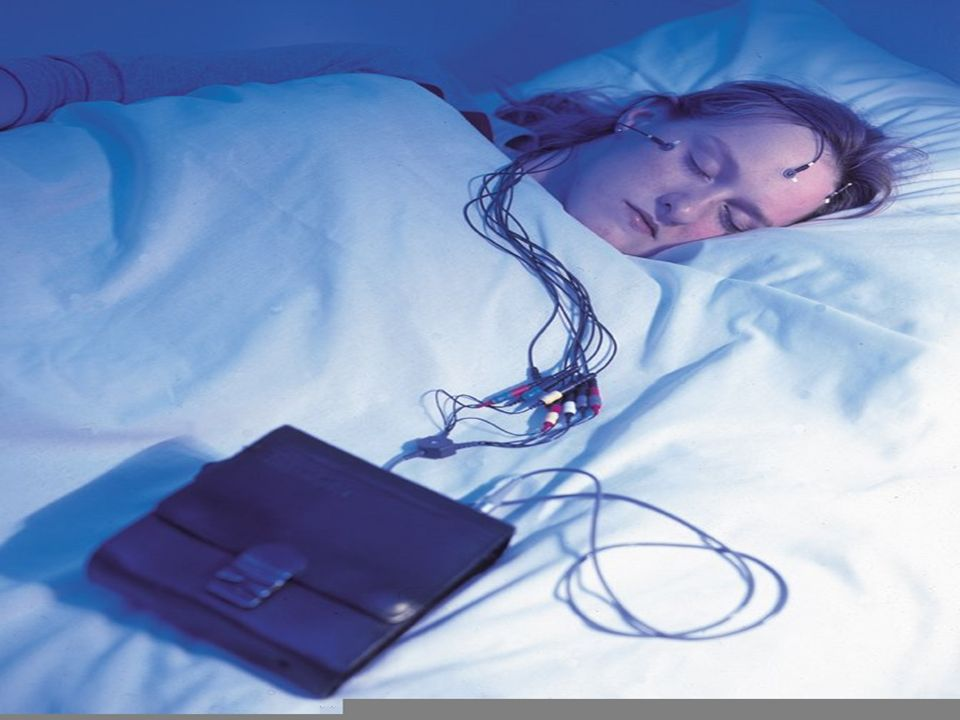 Abb.2.6: Schlafstadien und EEG- Spektren einer Nacht.