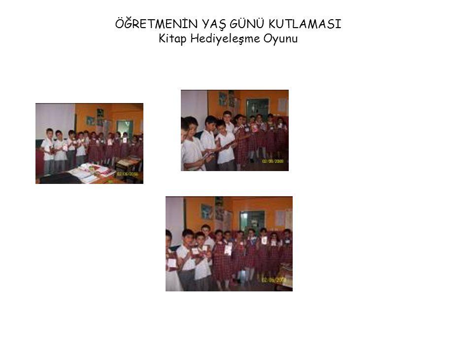 Kitap Hediye Etmenin Önemi Uygulamalı Öğretimi 1-Kitaplar hediye etmeden öğrenciler tarafından incelendi.