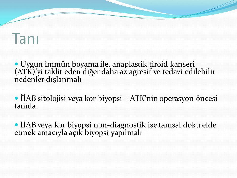 Lokorejyonel hastalığa yaklaşım İntratiroidal ATK'li hastalarda teröpatik lenf nodu diseksiyonu ile total lobektomi veya total ya da totale yakın tiroidektomi gerçekleştirilmeli Ekstratiroidal invazyonlu hastalarda eğer genişçe negatif sınıra (R1 rezeksiyon) ulaşılabilecekse anblok rezeksiyon göz önünde bulundurulmalı