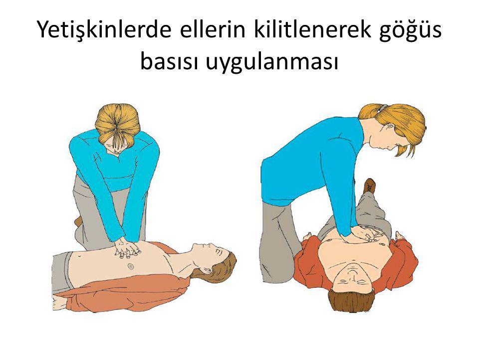 Yetişkinlerde ellerin kilitlenerek göğüs basısı uygulanması