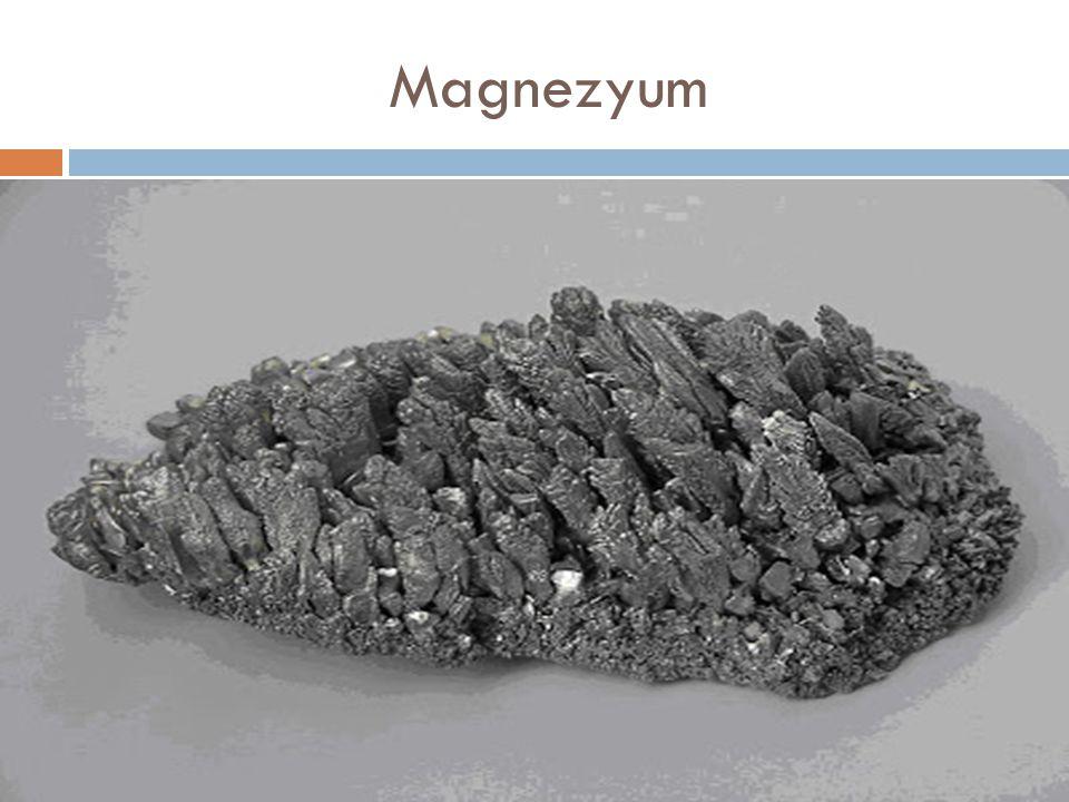 Stronsiyum Stronsiyum, atom numarası 38 olan, gümüşümsü beyaz metalik katı bir elementtir.
