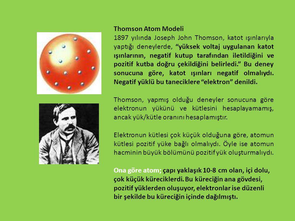 """Thomson Atom Modeli 1897 yılında Joseph John Thomson, katot ışınlarıyla yaptığı deneylerde, """"yüksek voltaj uygulanan katot ışınlarının, negatif kutup"""