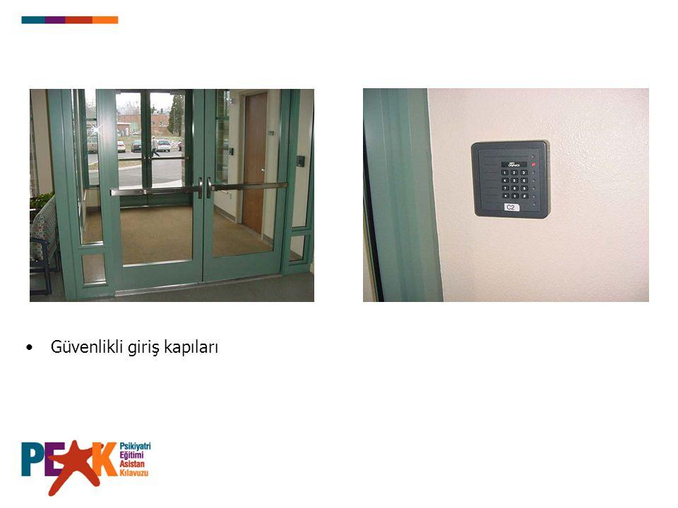 Güvenlikli giriş kapıları