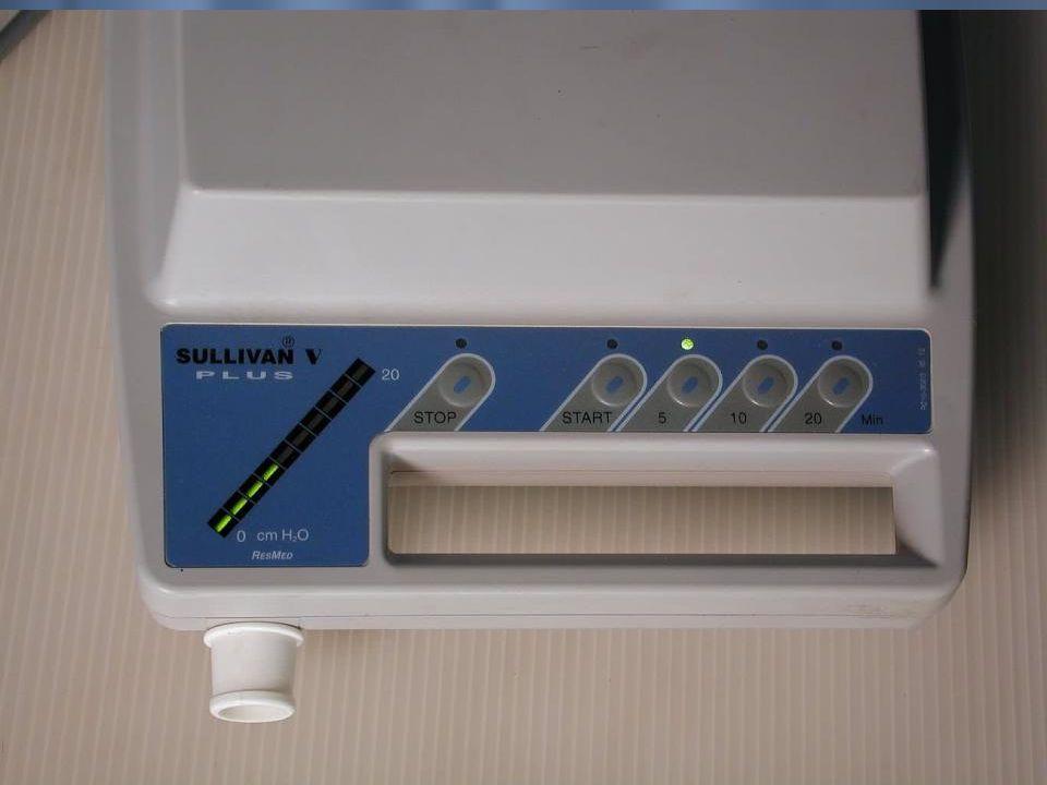CPAP ETKİ MEKANİZMASI CPAP cihazı; OUAS hastalarında uykuda tekrarlayan havayolu obstrüksiyonlarını (inspiryumda gelişen negatif basınca bağlı olarak) pozitif basınçlı hava vererek, daralmış bölgeyi adeta aralayarak açmak suretiyle (pneumatic splint) etkisini gösterir