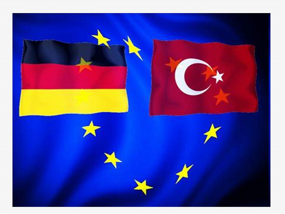 Sonuç  İki devletin kültürel, ekonomik ve siyasi ilişkileri ileri düzeyde  Almanya ekonomik gücüyle AB içinde önemli bir konuma sahip  Son 15 sene zarfında Alman hükümetlerinin değişmesi ve AB'ye üyelik durumu  Merkel'in yabancılara ve özellikle Türklere olan antipatisi  Almanya'nın entegrasyon için çalışmaması  Hükümet'in ve devletin diğer temsilcilerinin Türkiye'nin AB üyeliğine bakışı  Merkel'in çok kültürlülüğün başarısız olduğunu açıklaması ve üyeliğin buna yapacağı katkı