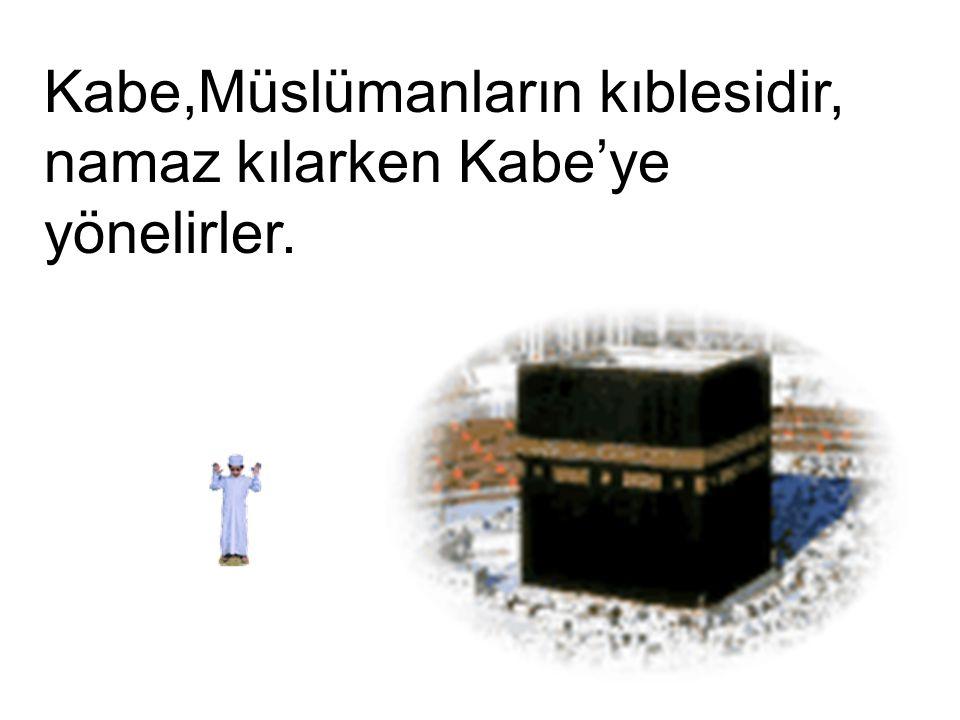 Kabe,Müslümanların kıblesidir, namaz kılarken Kabe'ye yönelirler.