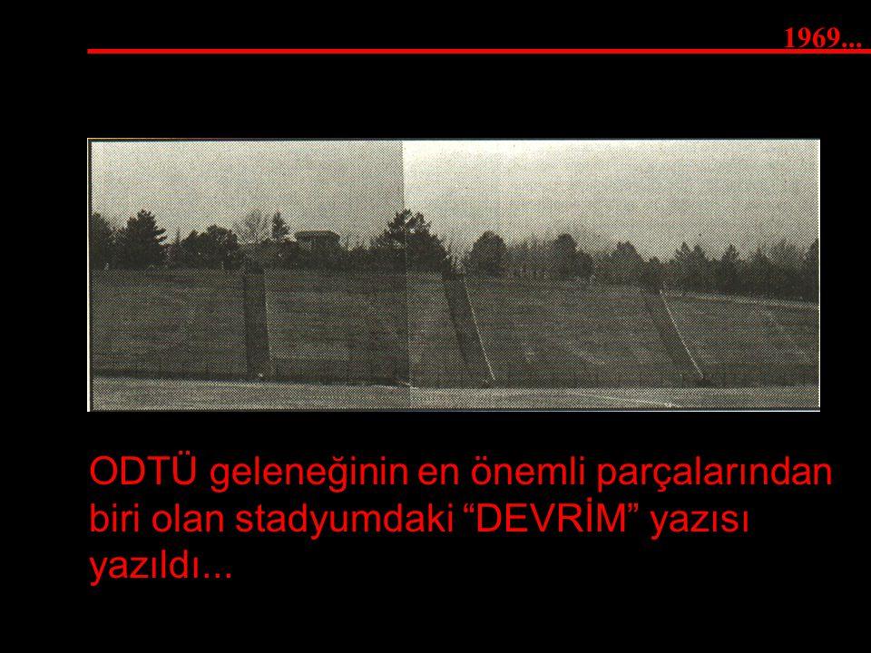 """1969... ODTÜ geleneğinin en önemli parçalarından biri olan stadyumdaki """"DEVRİM"""" yazısı yazıldı..."""