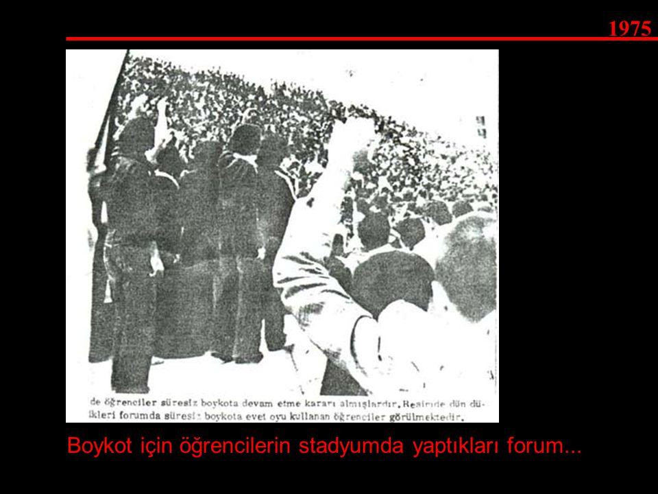 Boykot için öğrencilerin stadyumda yaptıkları forum...