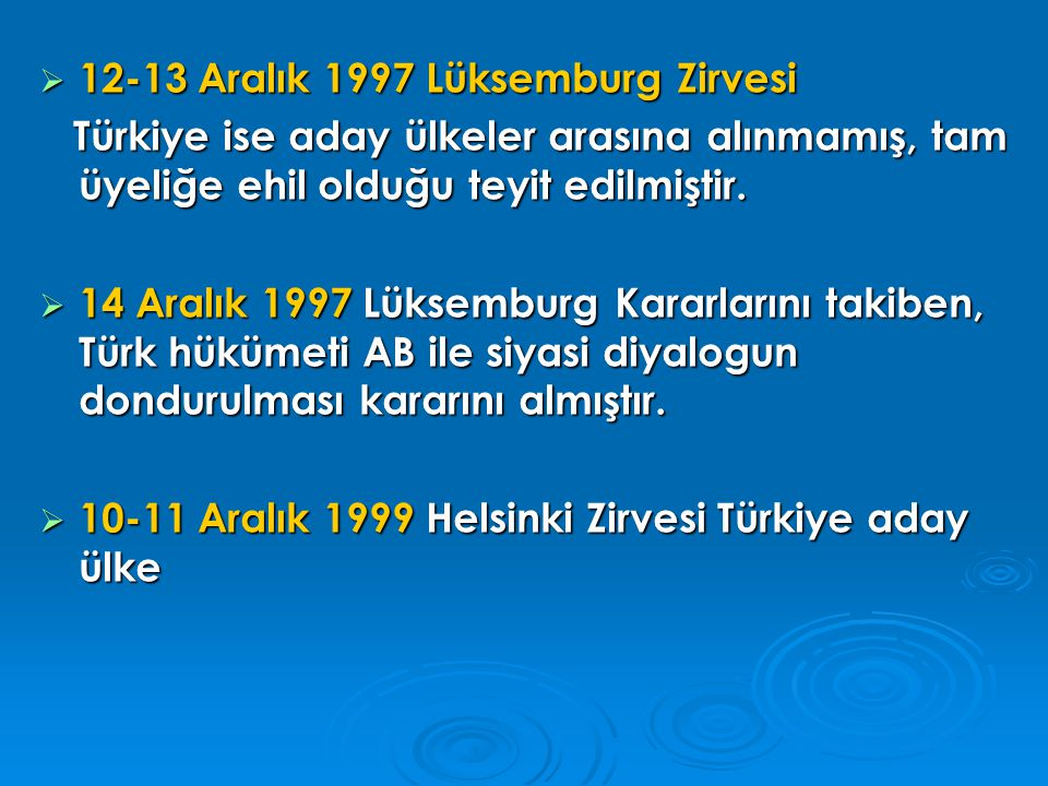  12-13 Aralık 2002 Kopenhag Zirvesi Konsey'in 2004 yılı İlerleme Raporu ve Komisyon'un görüşleri ışığında, Aralık 2004 tarihli Zirve'de Türkiye'nin Kopenhag siyasi kriterlerini karşıladığı kararını alması halinde müzakerelerin gecikmeksizin başlatılacağı belirtilmiştir.