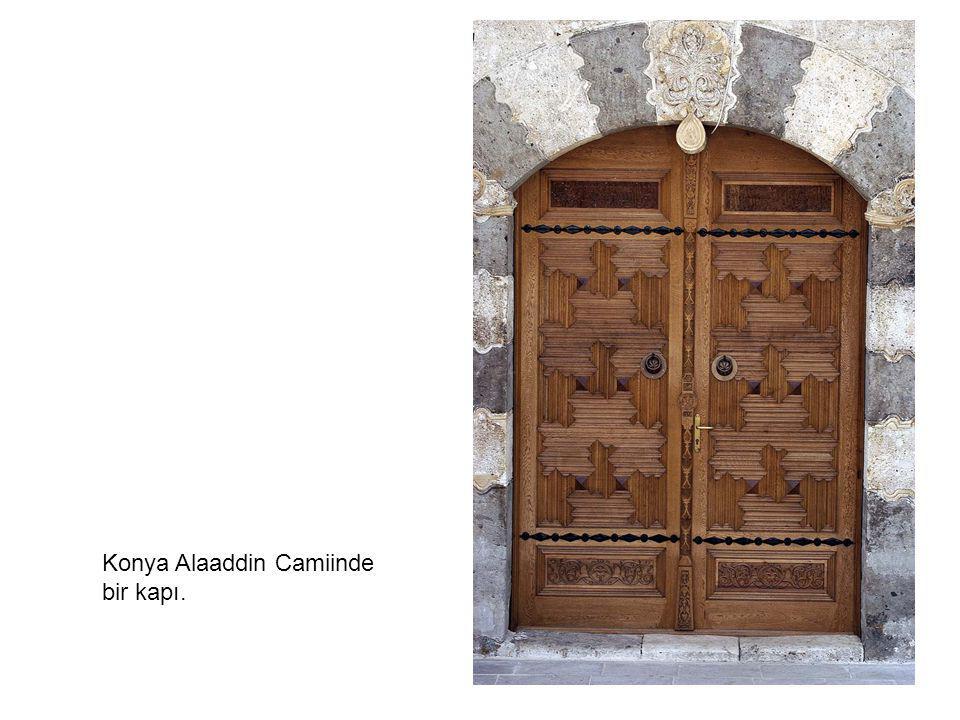 Konya Alaaddin Camiinde bir kapı.