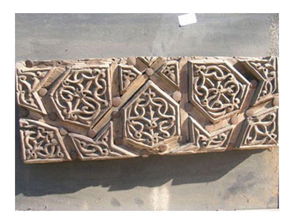 Manisa İvaz Paşa Camii (1484) Minber kapısı ve alınlık