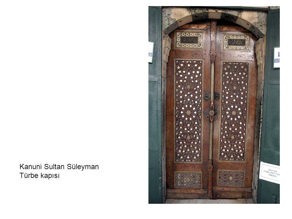Fatih Camiinden bir kapı detayı