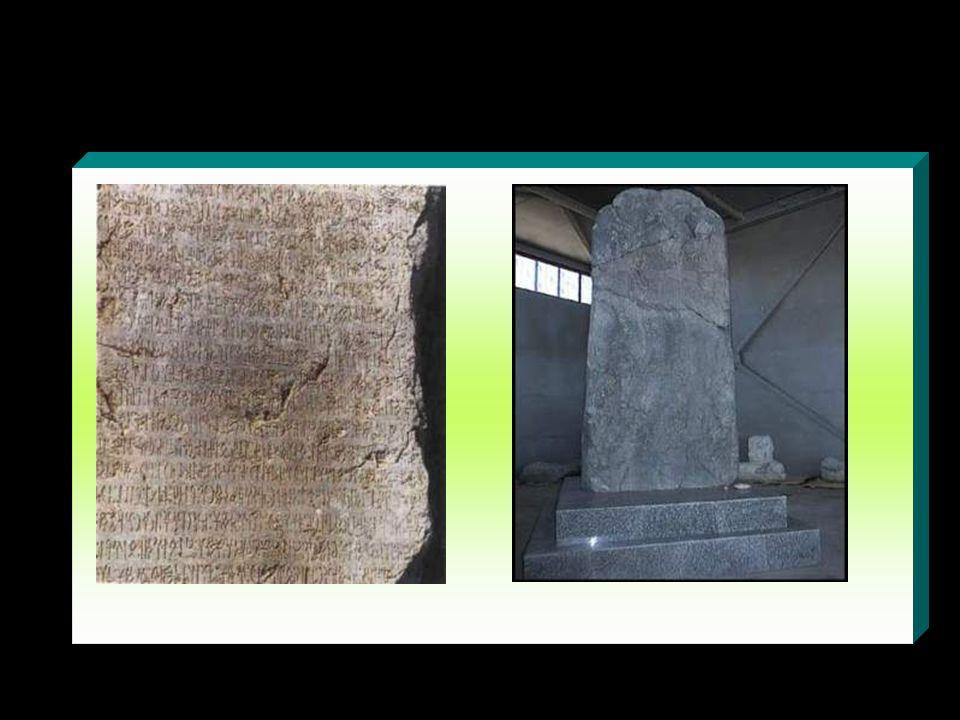 www.evdekisosyalci.com43 Bilge Kağan Kitabesi Kül Tigin Abidesinin 1 km uzağındadır. Çince kitabenin altından Türkçe kitabe devam etmektedir. Ancak Çi