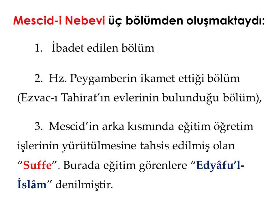Mescid-i Nebevi üç bölümden oluşmaktaydı: 1. İbadet edilen bölüm 2. Hz. Peygamberin ikamet ettiği bölüm (Ezvac-ı Tahirat'ın evlerinin bulunduğu bölüm)