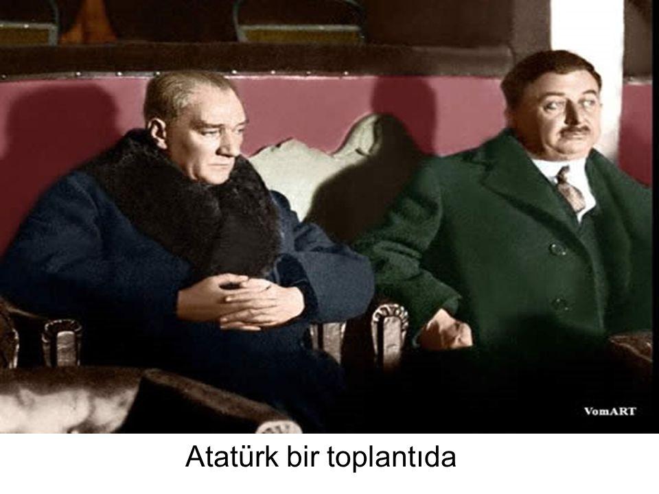 Atatürk bir toplantıda
