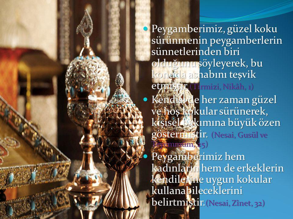 Peygamberimiz, güzel koku sürünmenin peygamberlerin sünnetlerinden biri olduğunu söyleyerek, bu konuda ashabını teşvik etmiştir.(Tirmizi, Nikâh, 1) Peygamberimiz, güzel koku sürünmenin peygamberlerin sünnetlerinden biri olduğunu söyleyerek, bu konuda ashabını teşvik etmiştir.(Tirmizi, Nikâh, 1) Kendisi de her zaman güzel ve hoş kokular sürünerek, kişisel bakımına büyük özen göstermiştir.