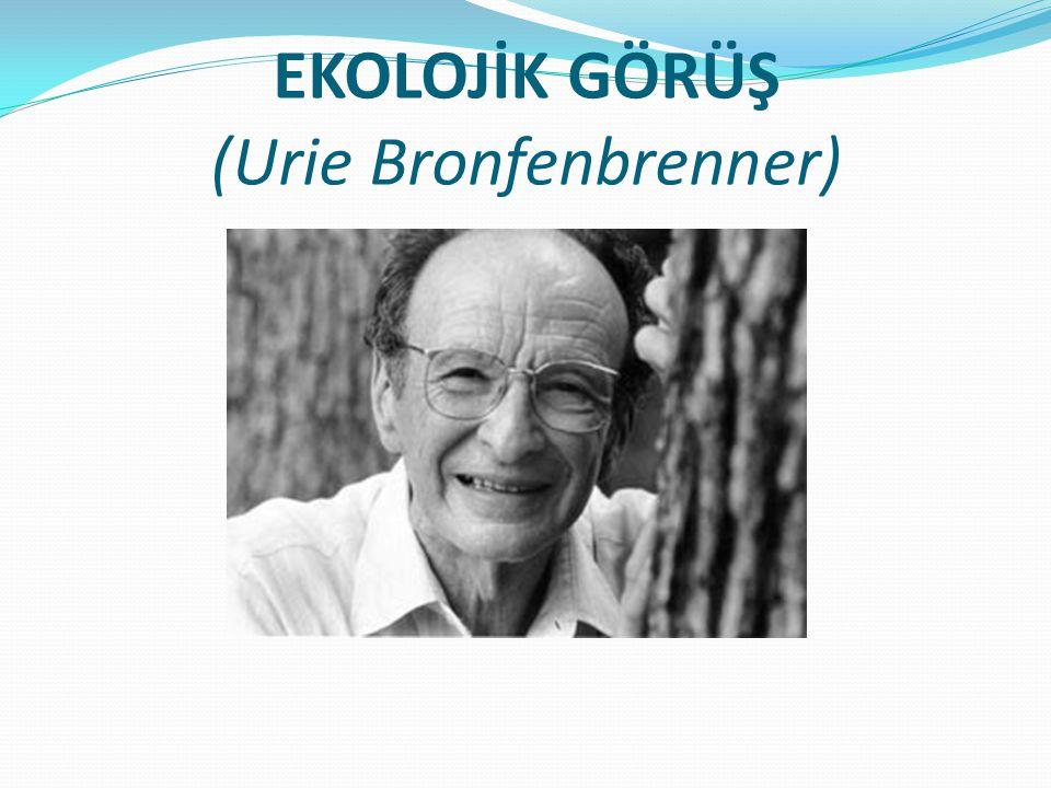 Ekolojik Görüş Bronfenbrenner (1986) tarafından öne sürülmüş, Sosyo-kültürel bir bakış açısı, Etholojik görüşle bağlantılı, Organizma ile aile, toplum gibi çeşitli çevresel sistemler arasındaki ilişkinin anlaşılması üzerinde durulmaktadır.