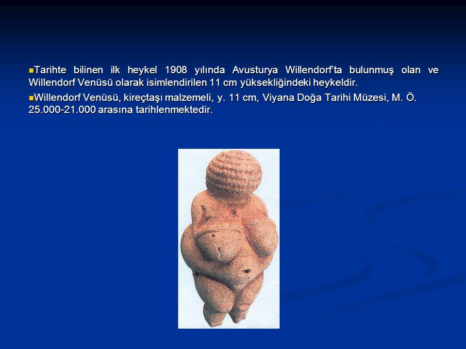 Tarihte bilinen ilk heykel 1908 yılında Avusturya Willendorf'ta bulunmuş olan ve Willendorf Venüsü olarak isimlendirilen 11 cm yüksekliğindeki heykeld