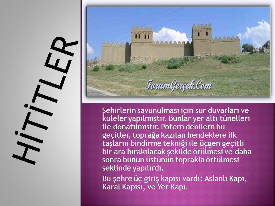 Şehirlerin savunulması için sur duvarları ve kuleler yapılmıştır. Bunlar yer altı tünelleri ile donatılmıştır. Potern denilern bu geçitler, toprağa ka