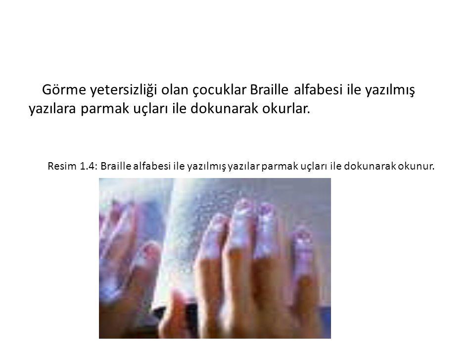 Görme yetersizliği olan çocuklar Braille alfabesi ile yazılmış yazılara parmak uçları ile dokunarak okurlar. Resim 1.4: Braille alfabesi ile yazılmış