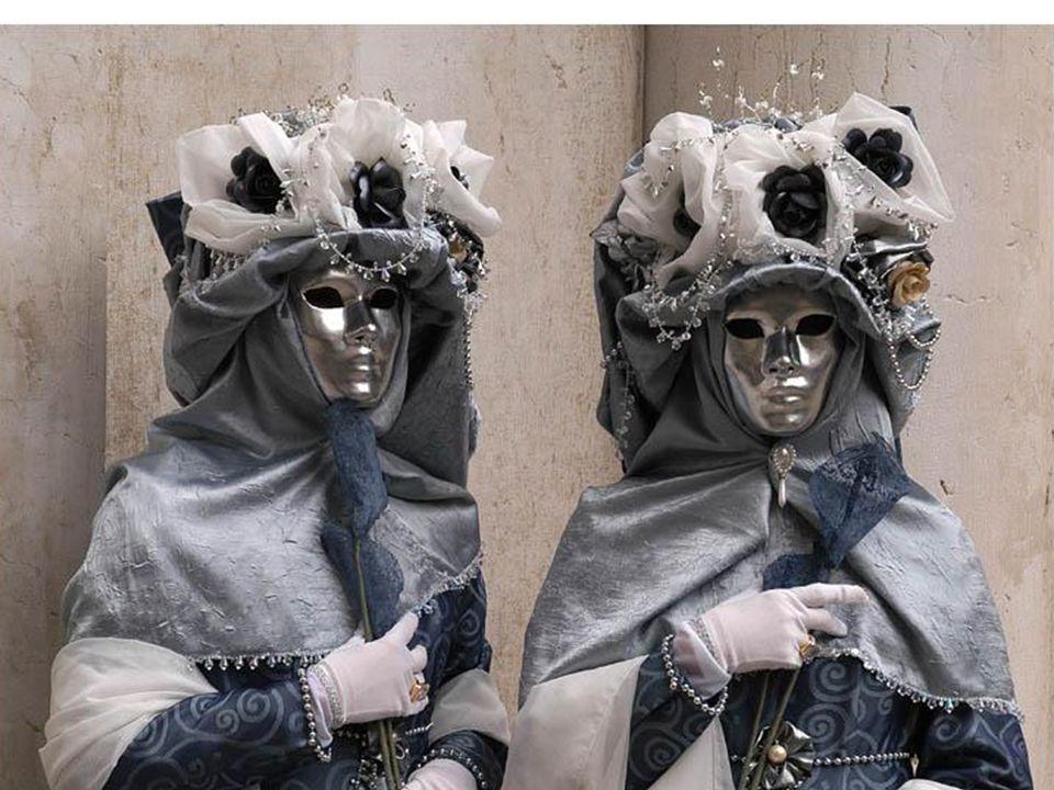 Venedik denince bir başka akla gelen ise festivaller şehri olmasıdır.Şubat ayında yapılan geleneksel maskeli festival, 2 yılda bir yapılan Venedik Bie