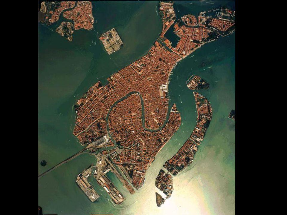 M.Ö. II.yüzyılda İllirya'dan gelen Venedik halkı, ilk olarak Euganean Tepesi civarına yerleştiler ve Treviso, Padua, Este, Belluno gibi yerleşim bölge