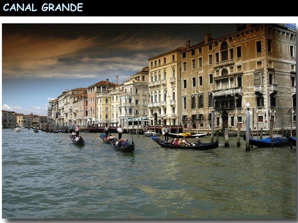 Adriyatik Denizinden esen kuvvetli rüzgarlar ve yağmur sonucunda San Marco Meydanında dizinize kadar su içinde yürümeniz gerekebilir.