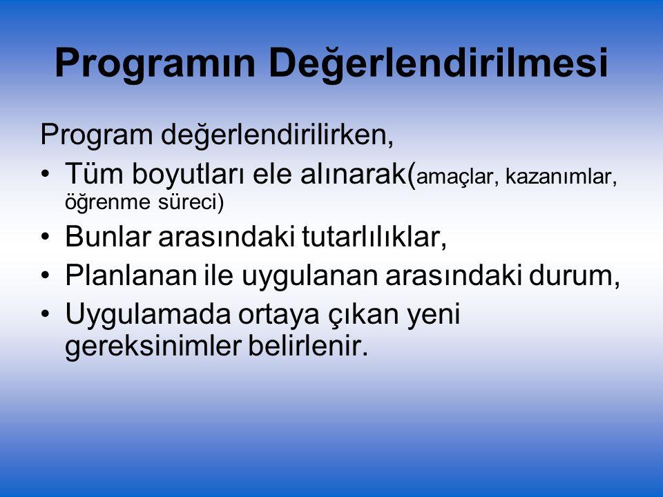 Program değerlendirilirken, Tüm boyutları ele alınarak( amaçlar, kazanımlar, öğrenme süreci) Bunlar arasındaki tutarlılıklar, Planlanan ile uygulanan