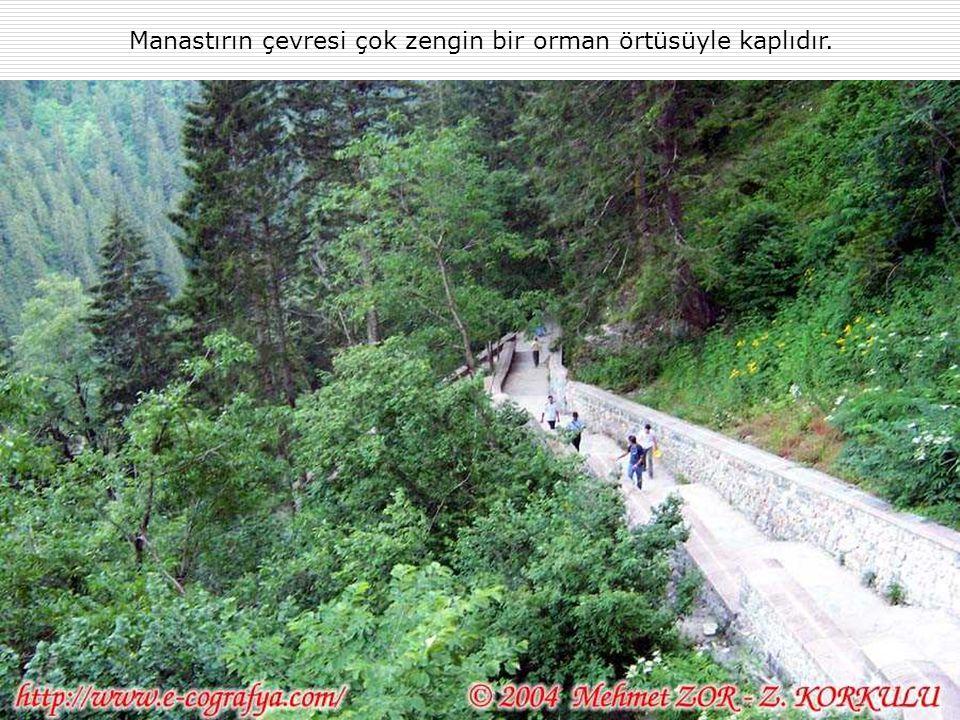 Manastırın çevresi çok zengin bir orman örtüsüyle kaplıdır.