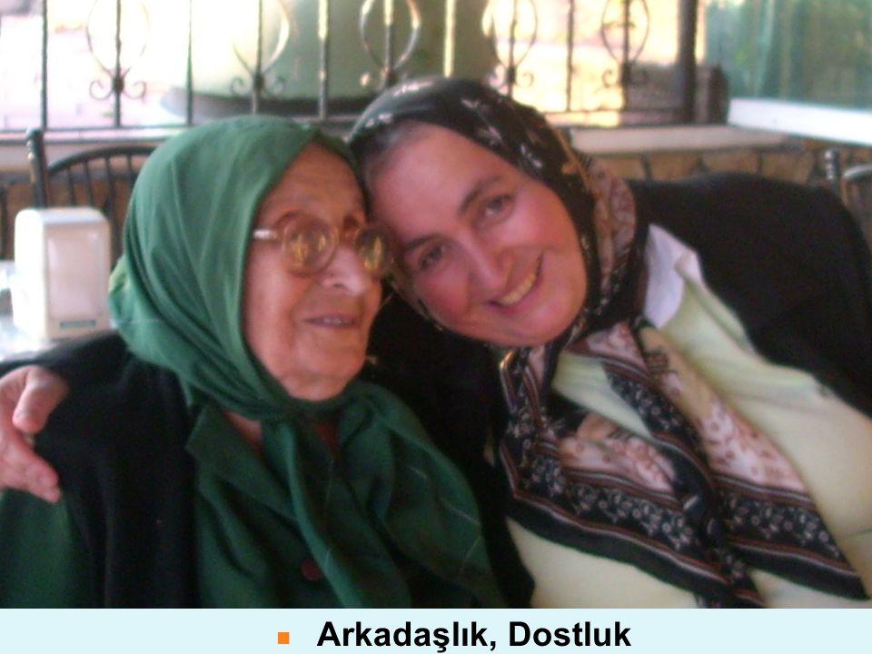 Arkadaşlık ve Aile Sıcaklığı Mutluluğun Üzerinde Yetiştiği Topraktır. Arkadaşlık, Dostluk Yaşama Anlam Katar, Hayatı Zenginleştirir.