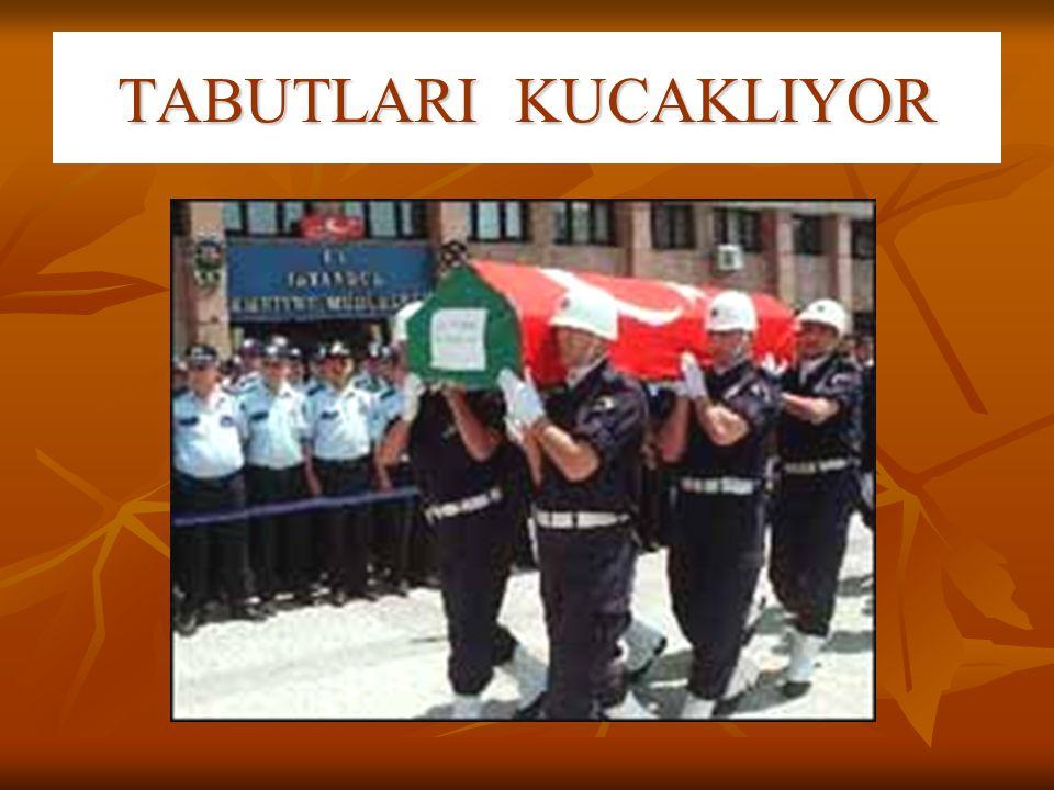 TABUTLARI KUCAKLIYOR
