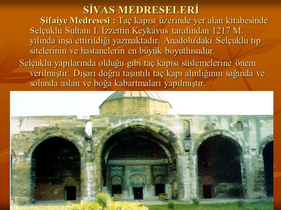 24 SİVAS MEDRESELERİ Şifaiye Medresesi : Taç kapısı üzerinde yer alan kitabesinde Selçuklu Sultanı I.