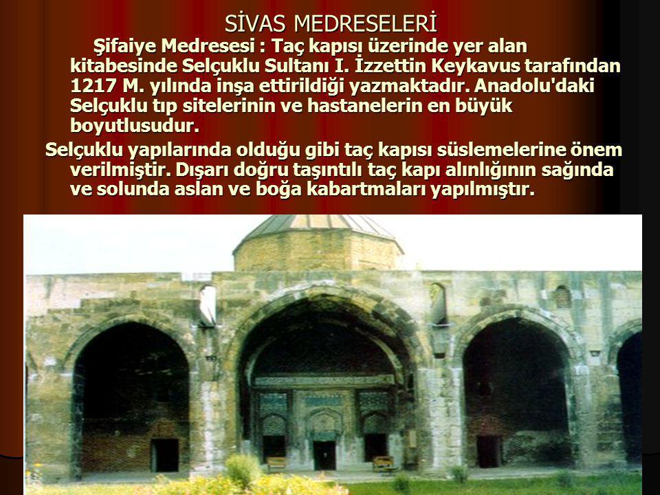 99 17.12.2014 SİVAS MEDRESELERİ Şifaiye Medresesi : Taç kapısı üzerinde yer alan kitabesinde Selçuklu Sultanı I. İzzettin Keykavus tarafından 1217 M.
