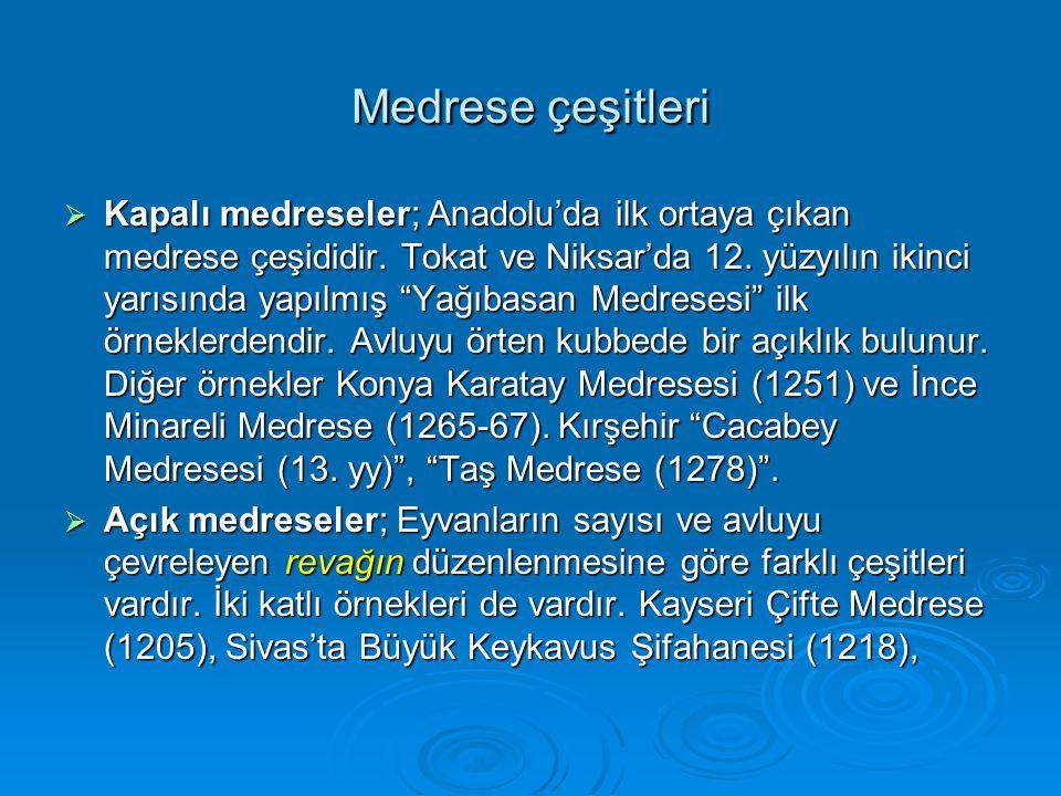 """Medrese çeşitleri  Kapalı medreseler; Anadolu'da ilk ortaya çıkan medrese çeşididir. Tokat ve Niksar'da 12. yüzyılın ikinci yarısında yapılmış """"Yağıb"""