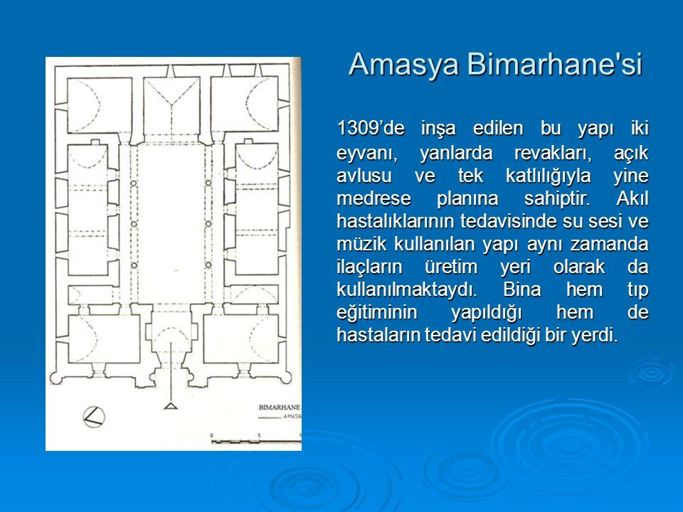 Amasya Bimarhane si 1309'de inşa edilen bu yapı iki eyvanı, yanlarda revakları, açık avlusu ve tek katlılığıyla yine medrese planına sahiptir.