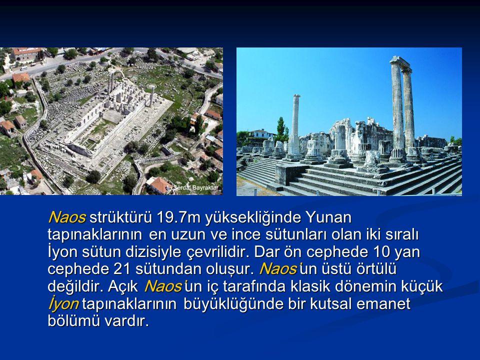 Naos strüktürü 19.7m yüksekliğinde Yunan tapınaklarının en uzun ve ince sütunları olan iki sıralı İyon sütun dizisiyle çevrilidir.