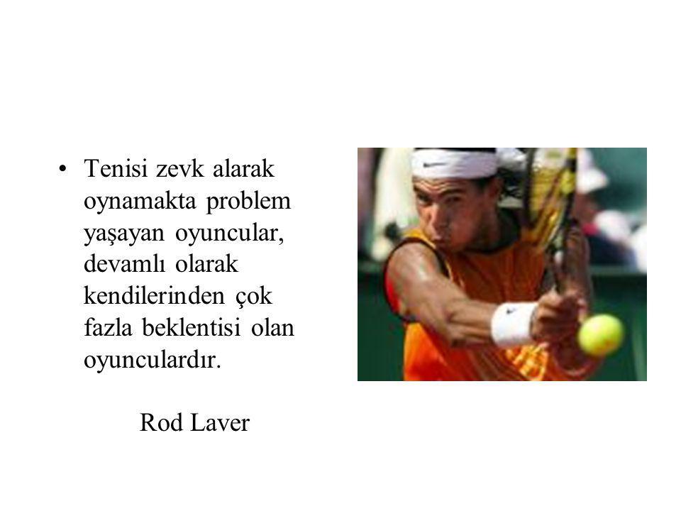 Tenisi zevk alarak oynamakta problem yaşayan oyuncular, devamlı olarak kendilerinden çok fazla beklentisi olan oyunculardır.
