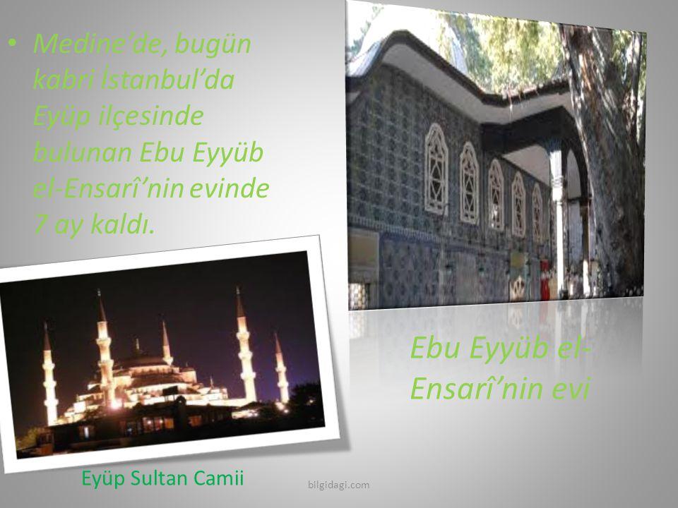 Medine'de, bugün kabri İstanbul'da Eyüp ilçesinde bulunan Ebu Eyyüb el-Ensarî'nin evinde 7 ay kaldı. Eyüp Sultan Camii Ebu Eyyüb el- Ensarî'nin evi bi