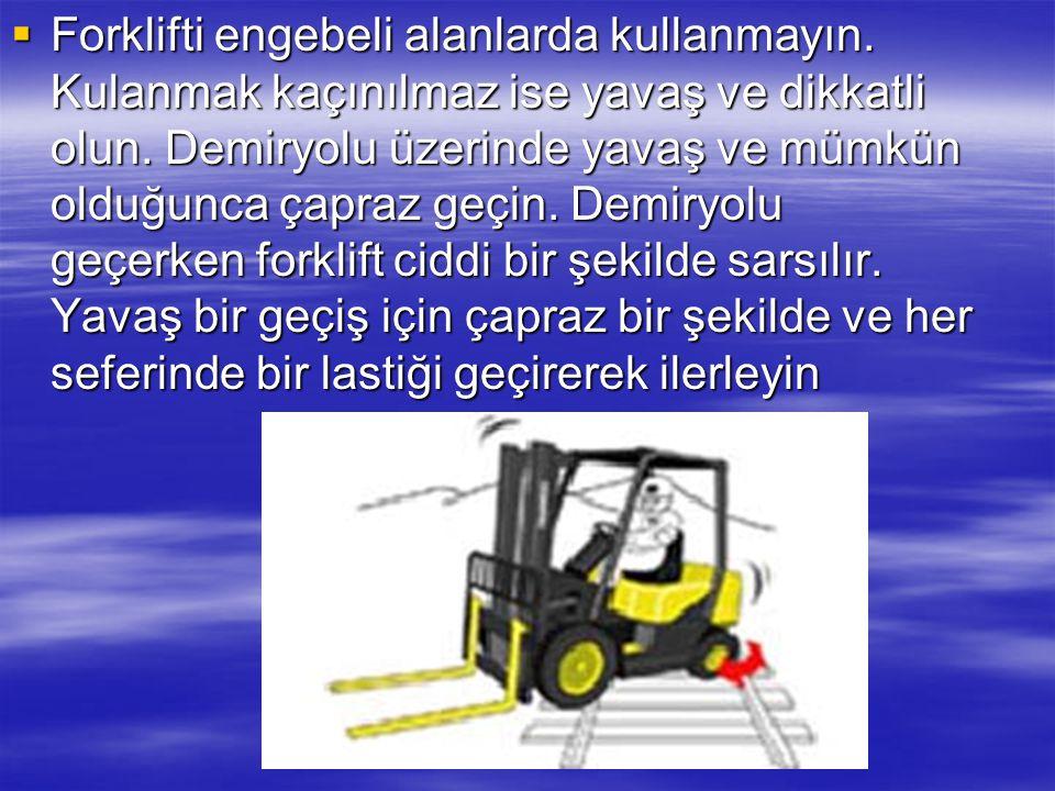  : Forklift devrilemeye başladığında sakın dışarı atlamaya çalışmayın. Hayatta kalmak için koltuğunuzda oturun ve sıkıca tutunun