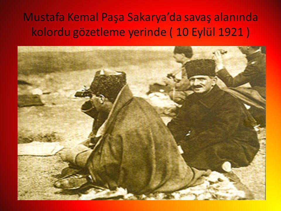 Mustafa Kemal Paşa Sakarya'da savaş alanında kolordu gözetleme yerinde ( 10 Eylül 1921 )