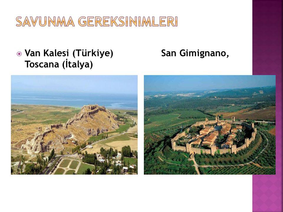 İlk kentlerin bir diğer önemli özelliği, kale duvarlarıyla güçlendirilmiş olmalarıydı. Antik kentlerin çoğu surlarla çevrelenmişti ve tamamında savunm