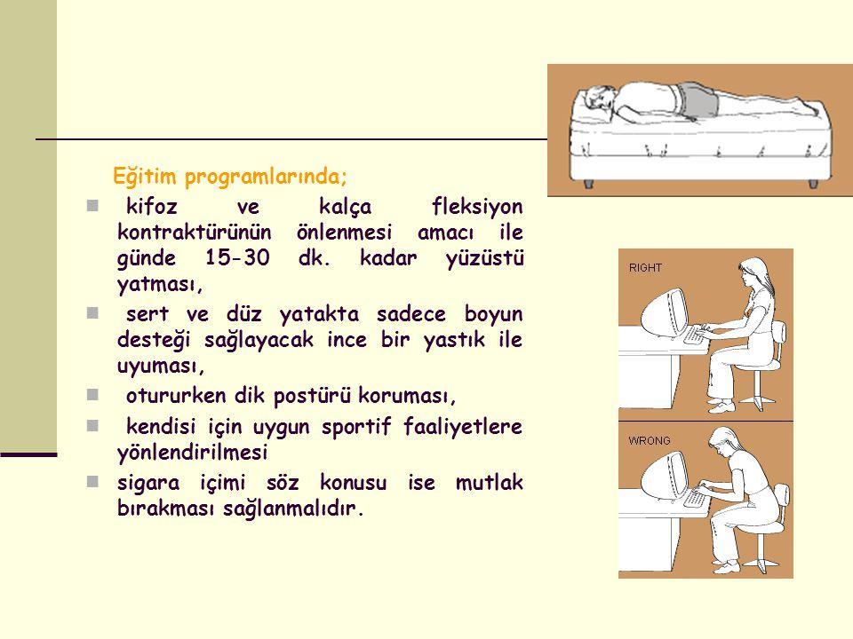 Eğitim programlarında; kifoz ve kalça fleksiyon kontraktürünün önlenmesi amacı ile günde 15-30 dk.