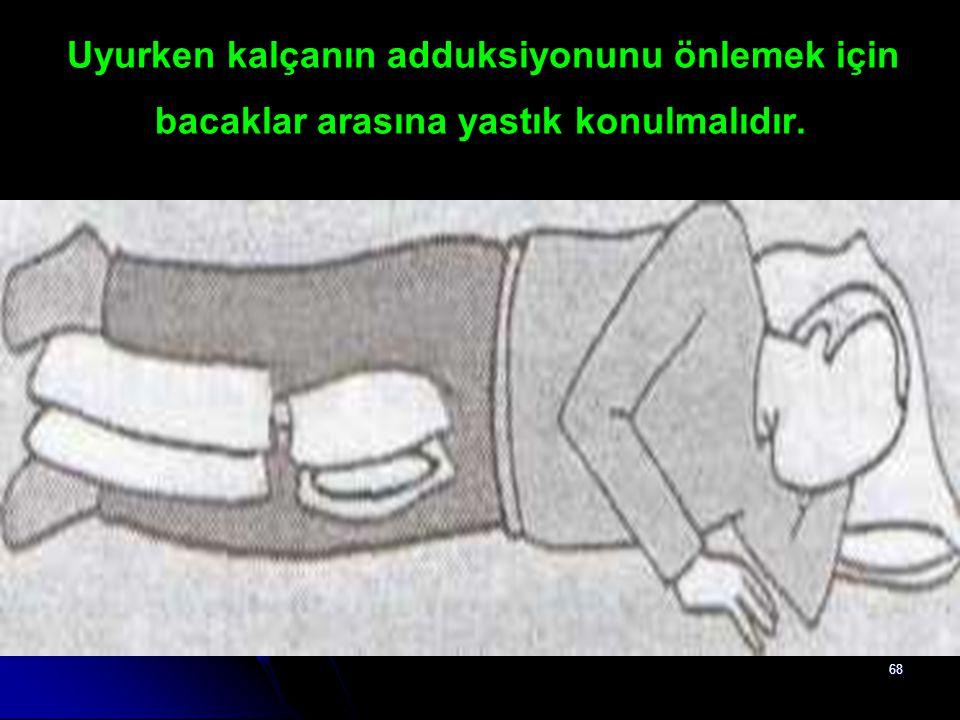 68 Uyurken kalçanın adduksiyonunu önlemek için bacaklar arasına yastık konulmalıdır.