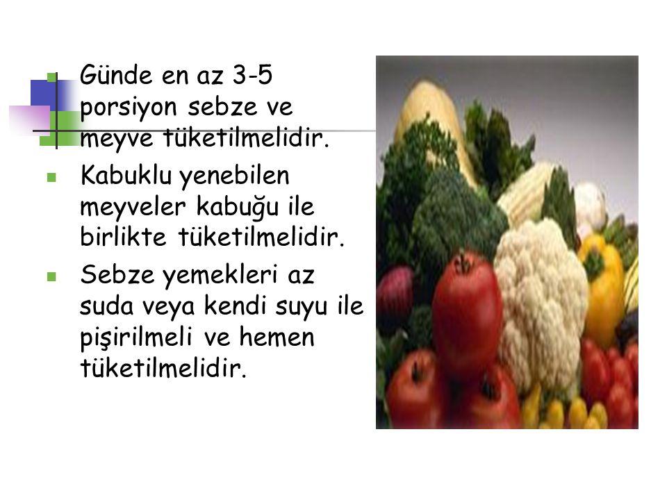 Günde en az 3-5 porsiyon sebze ve meyve tüketilmelidir. Kabuklu yenebilen meyveler kabuğu ile birlikte tüketilmelidir. Sebze yemekleri az suda veya ke