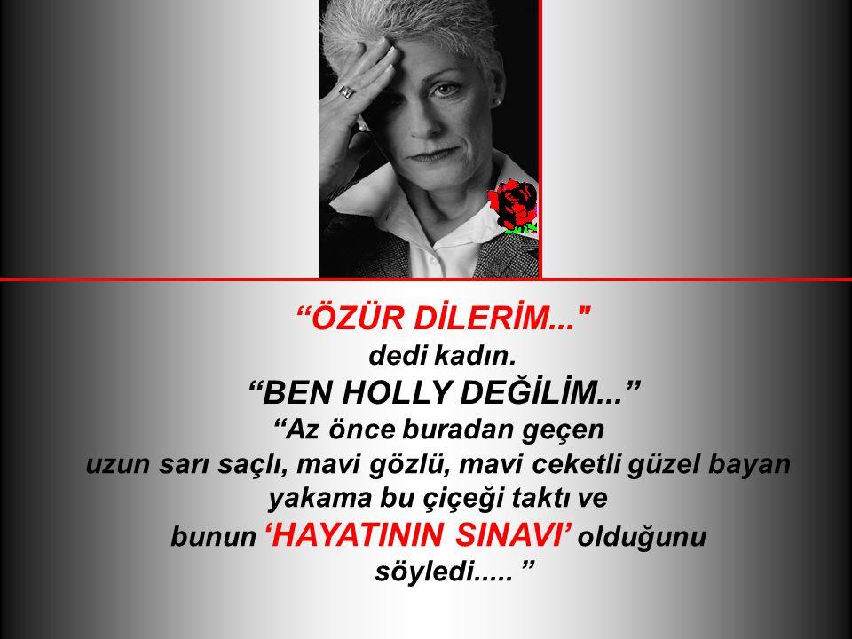 GÖZLERİNİN İÇİ GÜLEREK, birbirlerini tanımaları için yakasına çiçek takan kadına doğru koştu, Merhaba Holly dedi.....