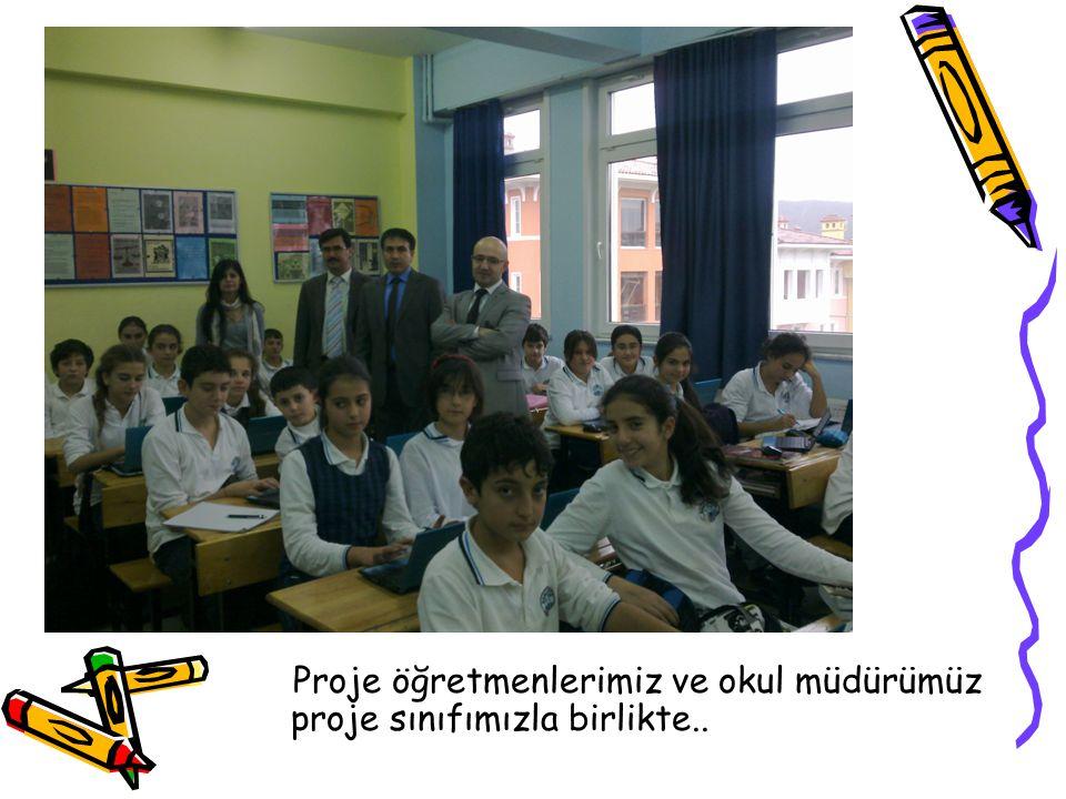 Proje öğretmenlerimiz ve okul müdürümüz proje sınıfımızla birlikte..