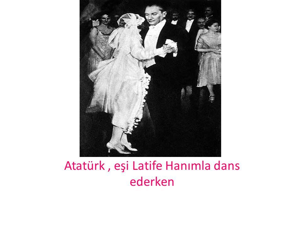 Atatürk, eşi Latife Hanımla dans ederken