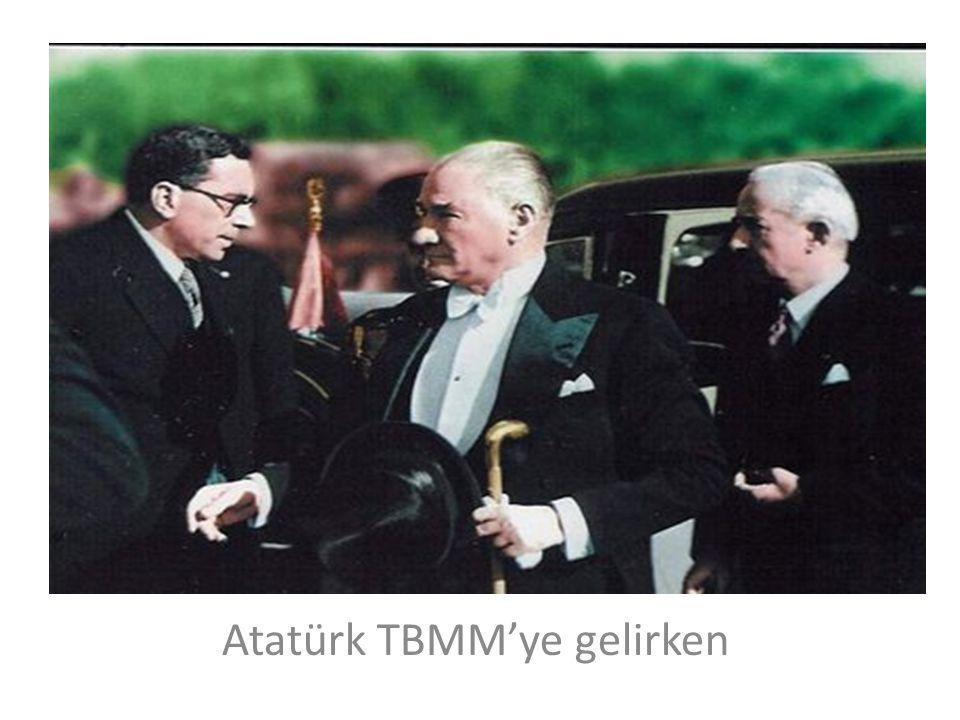 Atatürk TBMM'ye gelirken