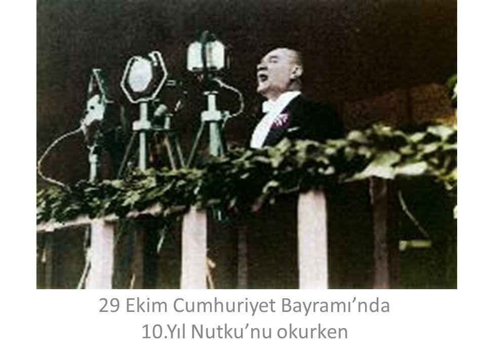 29 Ekim Cumhuriyet Bayramı'nda 10.Yıl Nutku'nu okurken