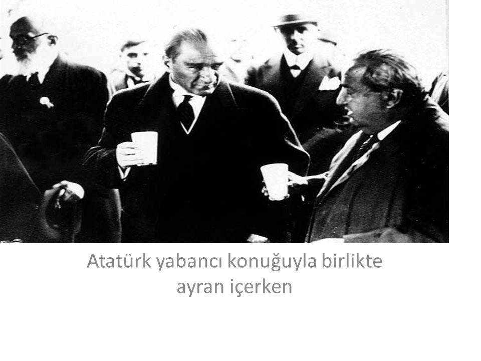Atatürk bir çocuğu severken